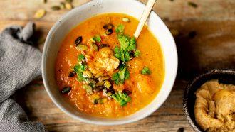 Pompoensoep met miso soep toppings