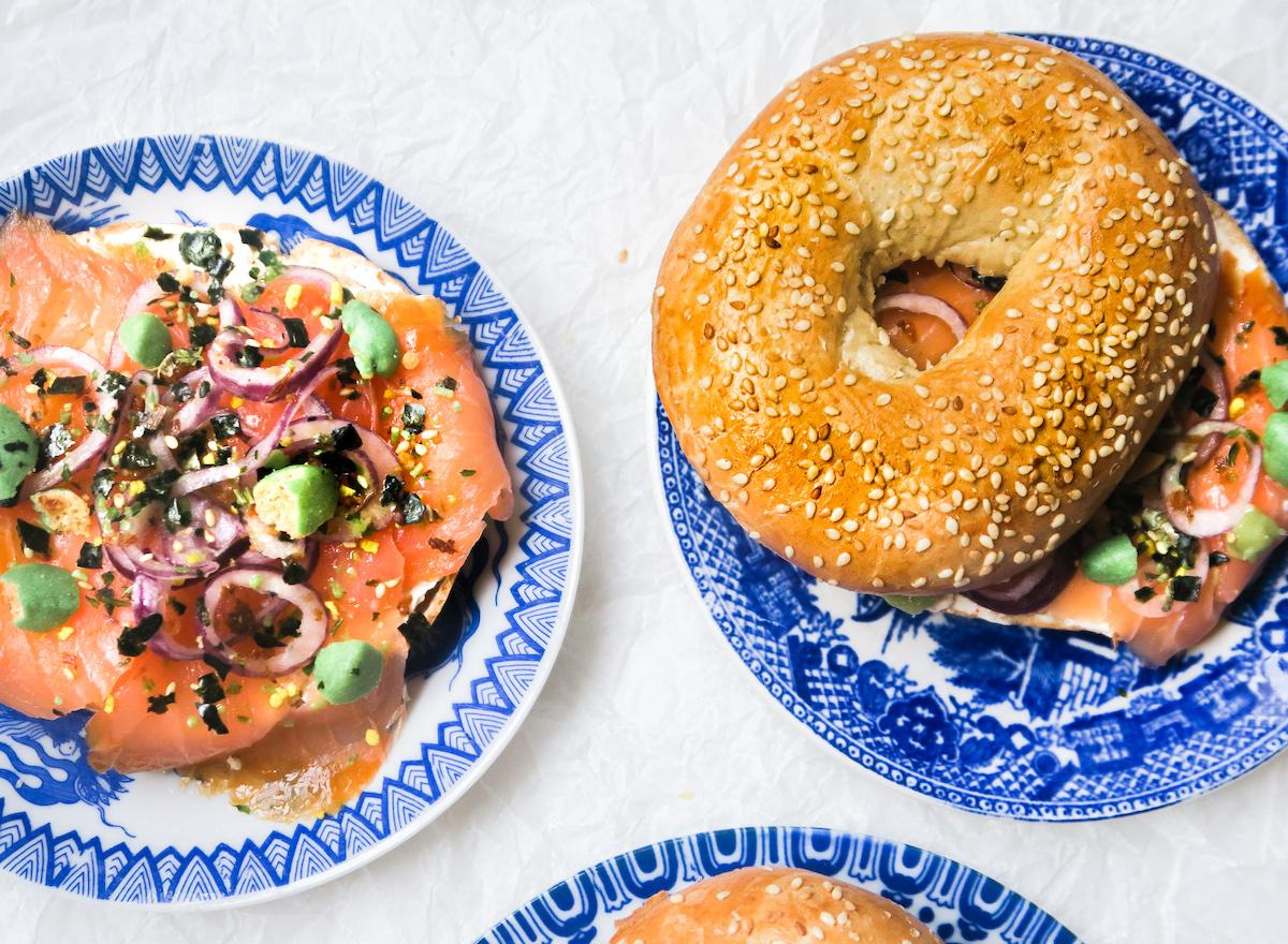 Bagels met zalm en cream cheese op z'n Japans