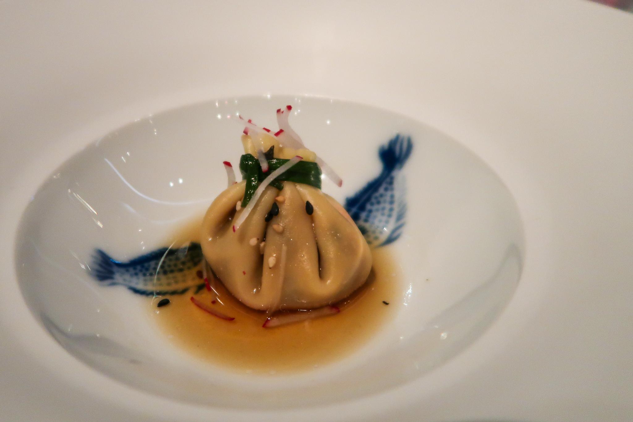 Een dumpling met shiitake bij &moshik