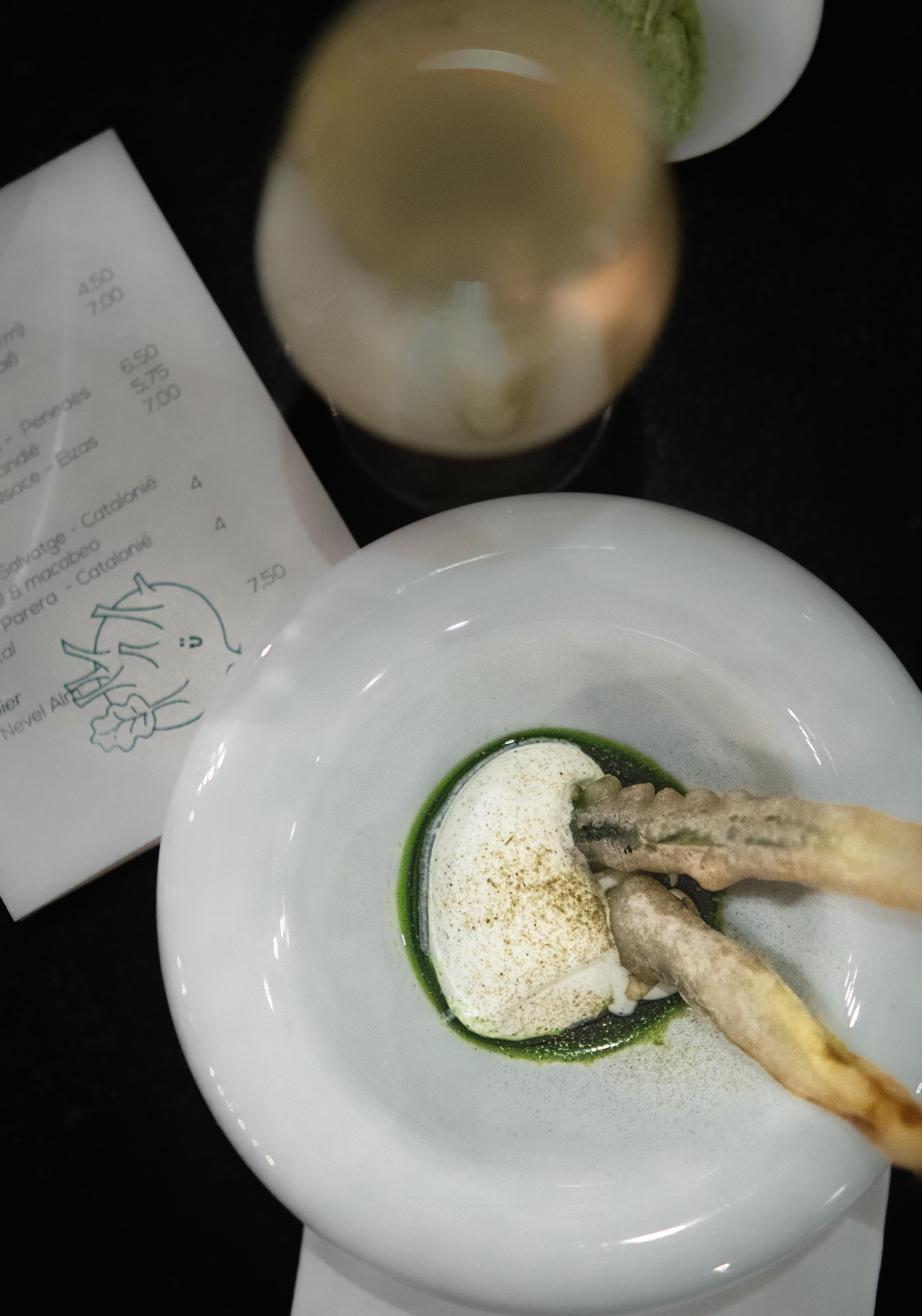 Prei tempura met rom en poeder van berenklauw