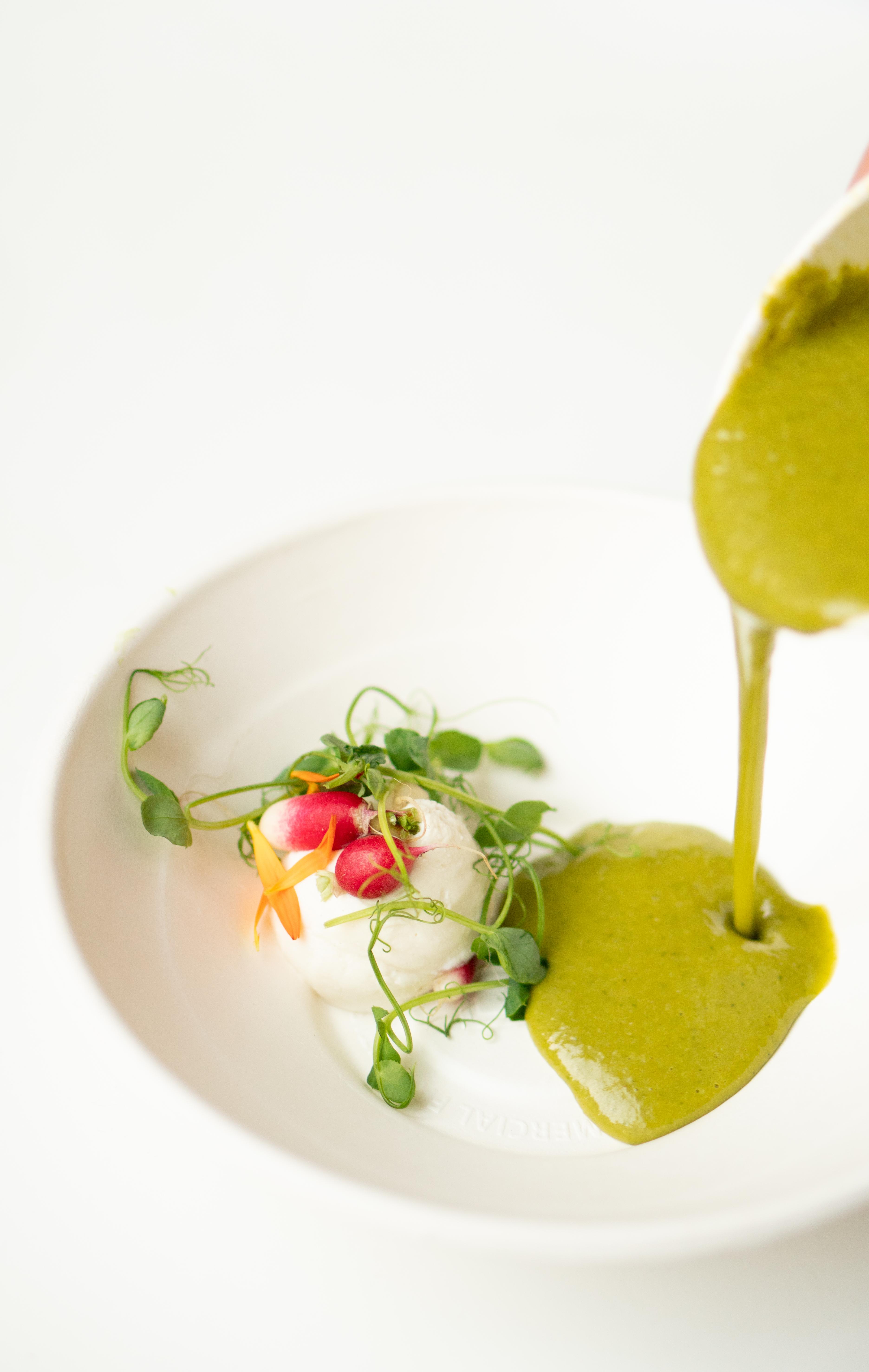Groene gazpacho met ricotta en radijs