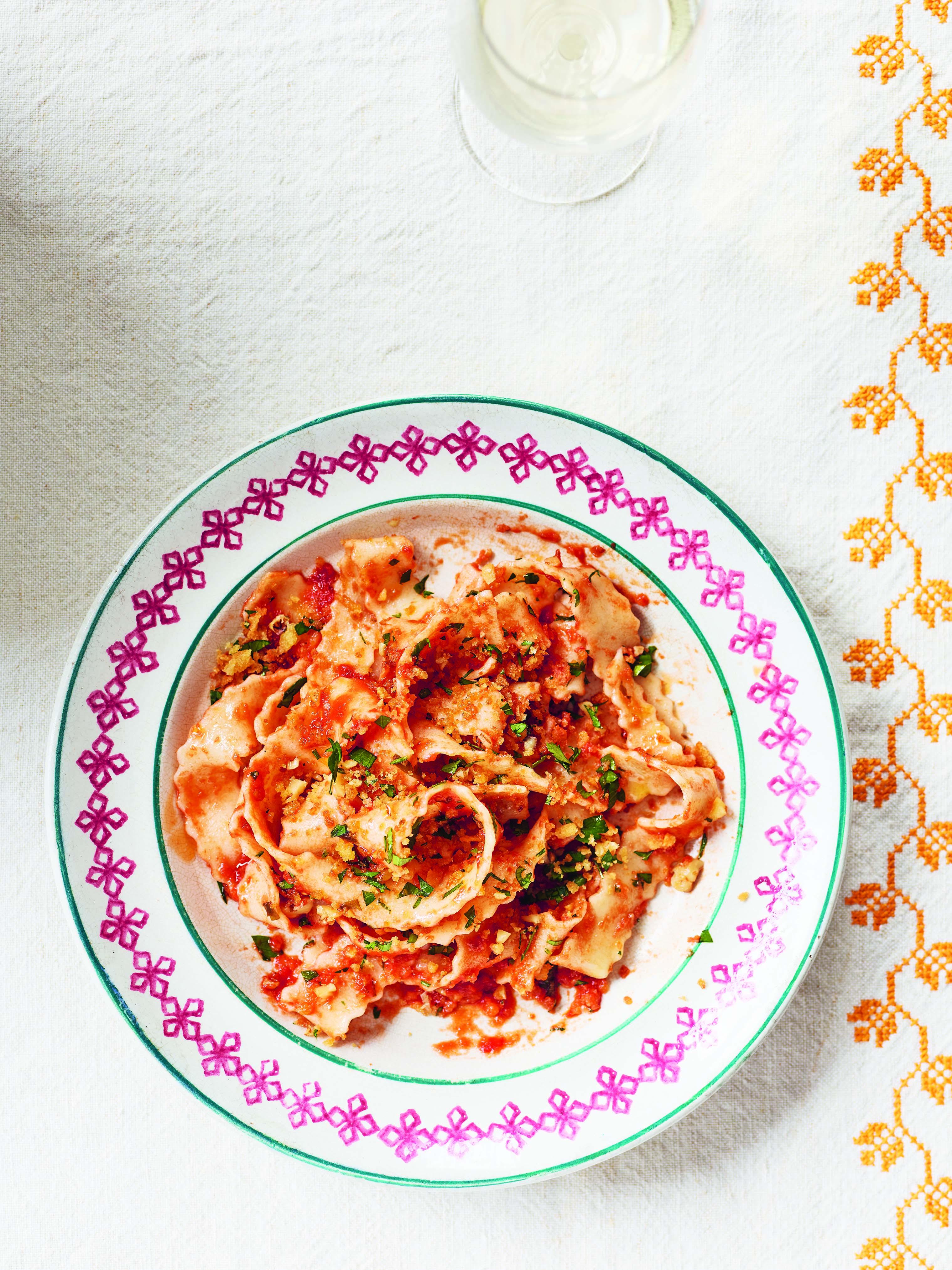 Pasta met tomatenansjovissaus van pasta grannies