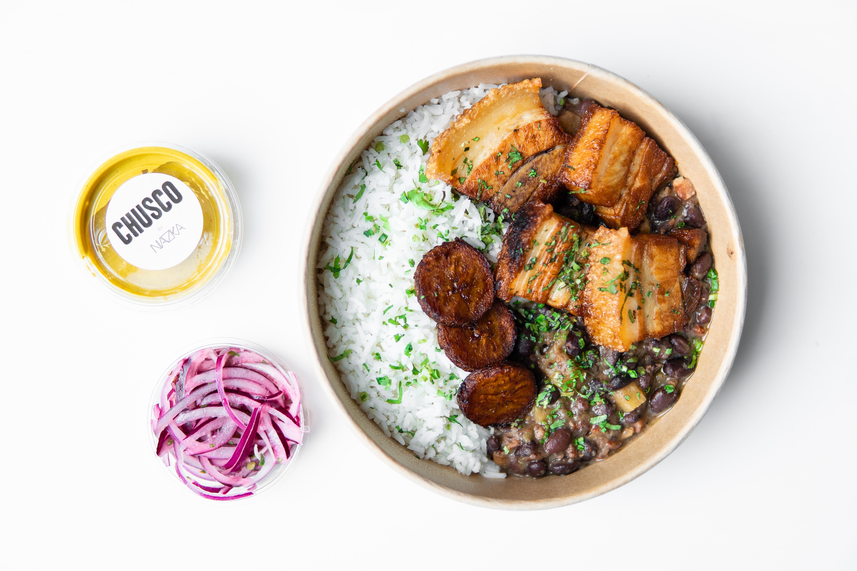 Buikspek met zwarte bonen en rijst
