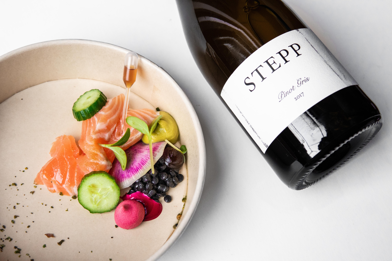 Zalm, zwarte linzen en wijn