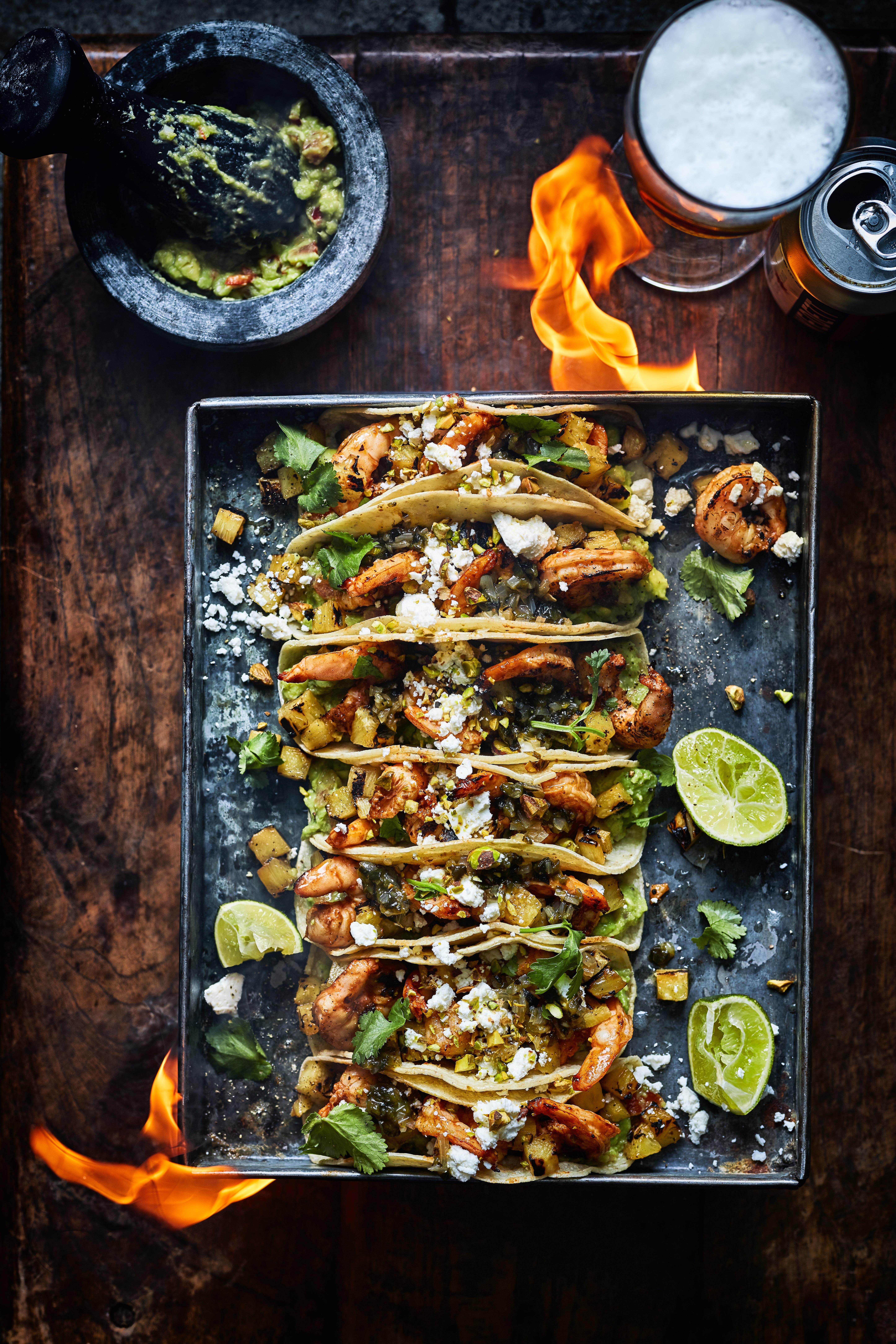 taco's met ananas en gegrilde garnalen