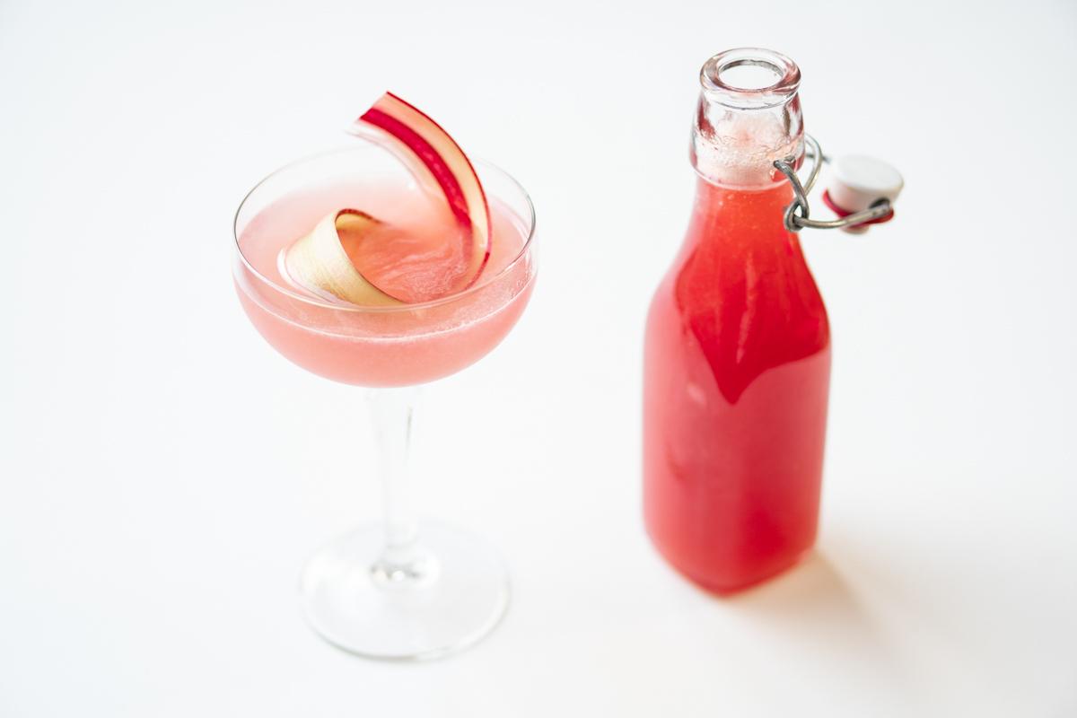Rhubarb Collins rabarber gin cocktail