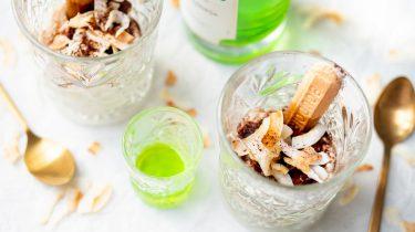 Tiramisu in glaasjes met pandan en kokos