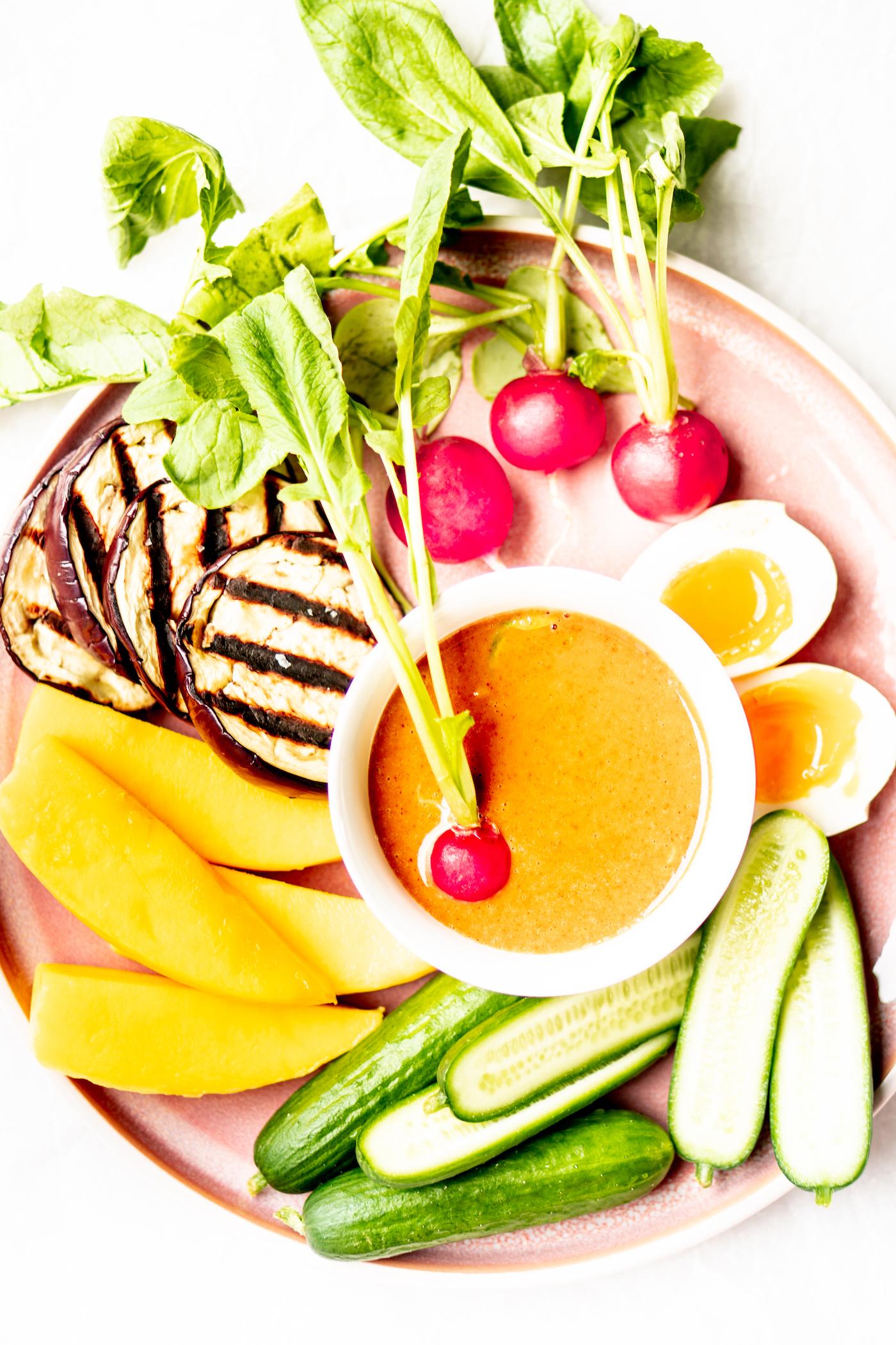 Pindadip met groenten / pindasaus met crudites