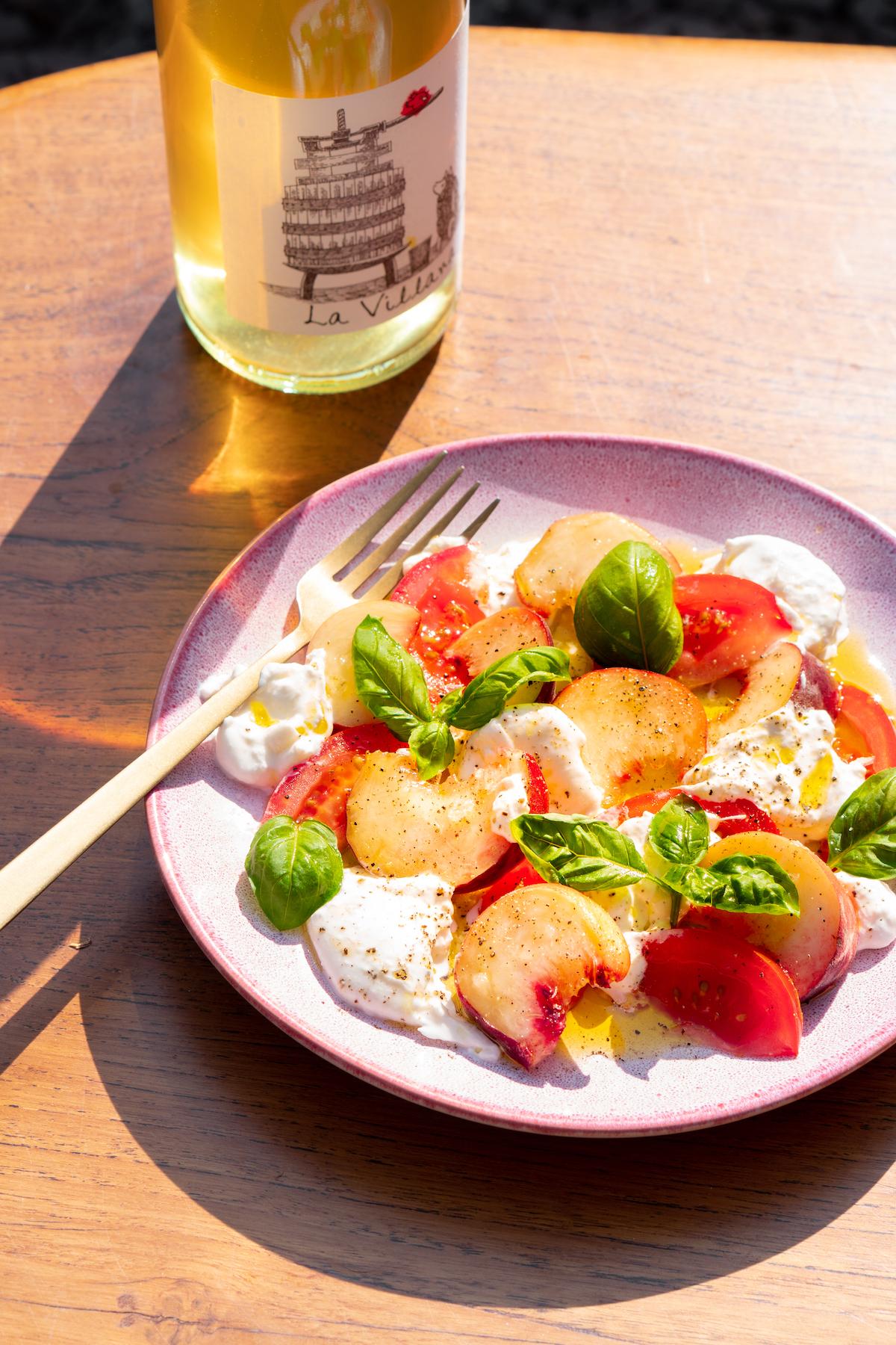 Salade met Burrata tomaat en perzik