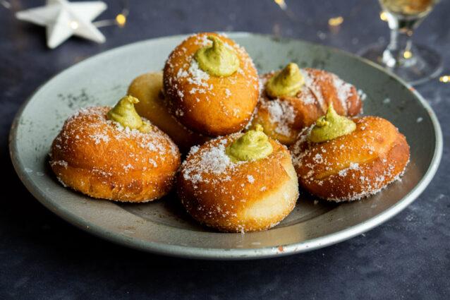 Culy Homemade: bomboloni met pistachevulling (voor Oud & Nieuw!)