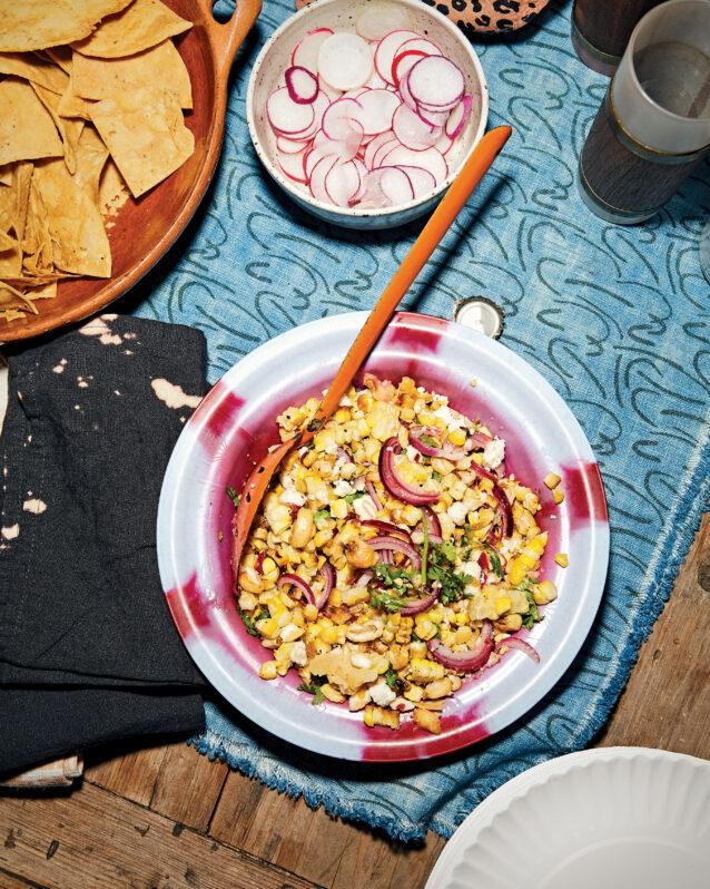 Salade van gegrilde mais met verse kaas en maisnoten – Culy.nl