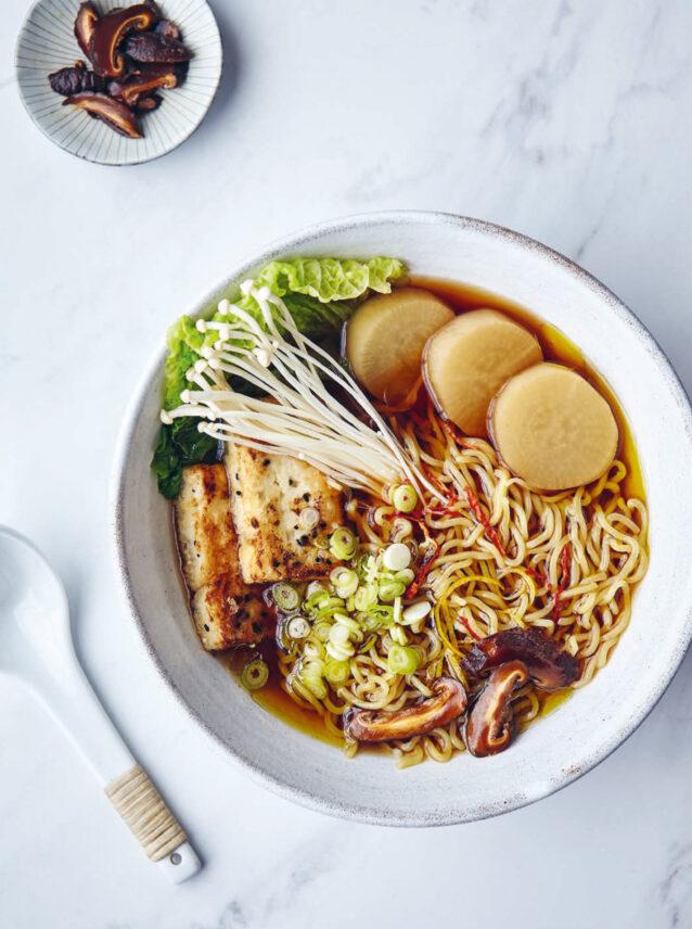 Vegan ramen met groenten en gebakken tofu uit JapanEasy – Culy.nl